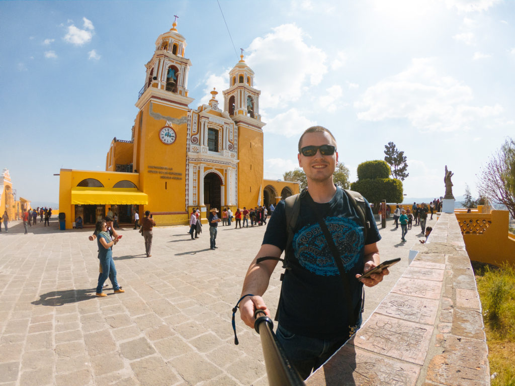 Selfie vor der Virgen de Los Remedios in Cholula