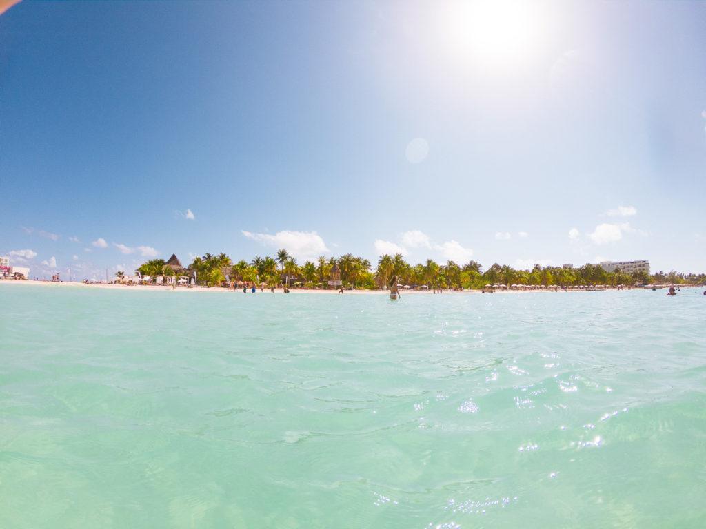 Blick aus dem Wasser Richtung Playa Norte