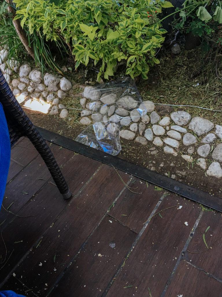 Plastikfolie auf dem Boden im Ciudad Sagrada