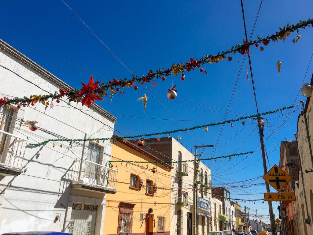 Weihnachtsschmuck in der Av. 4 Ote. Cholula