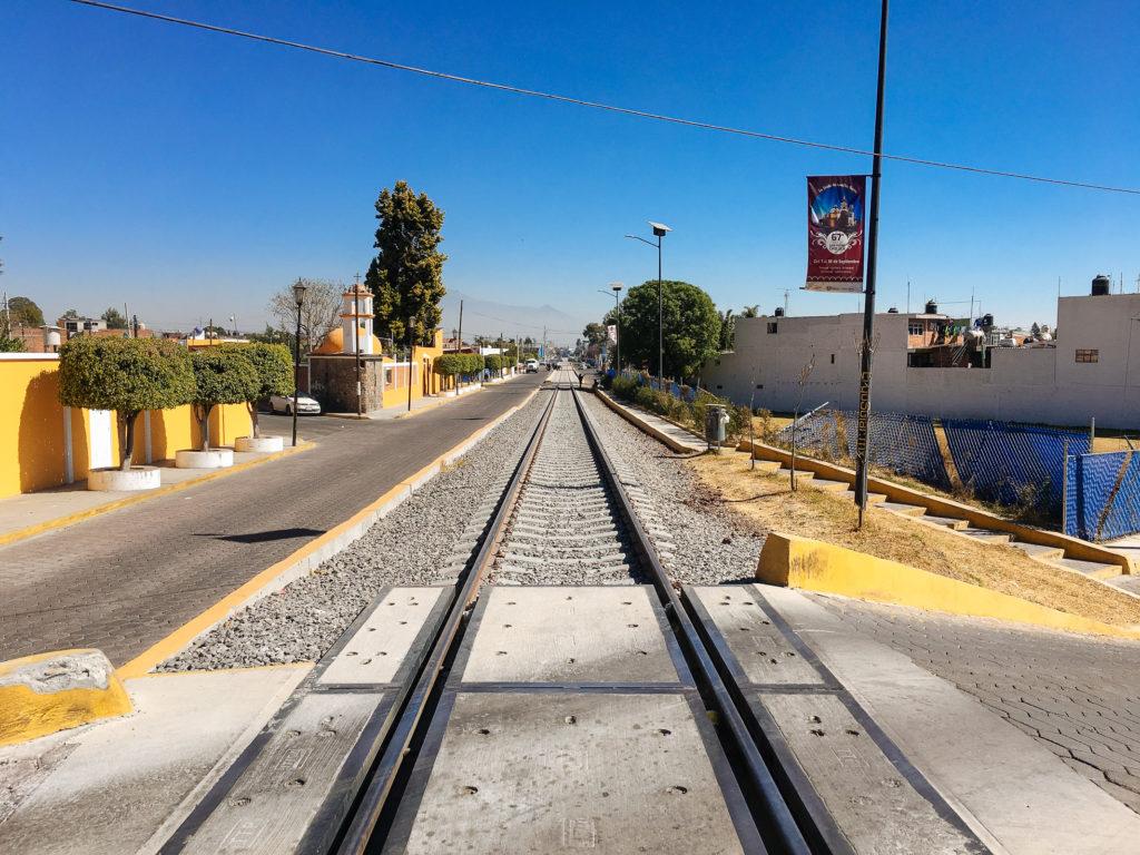 Eisenbahnschienen in Cholula, Av. de los Fresnos