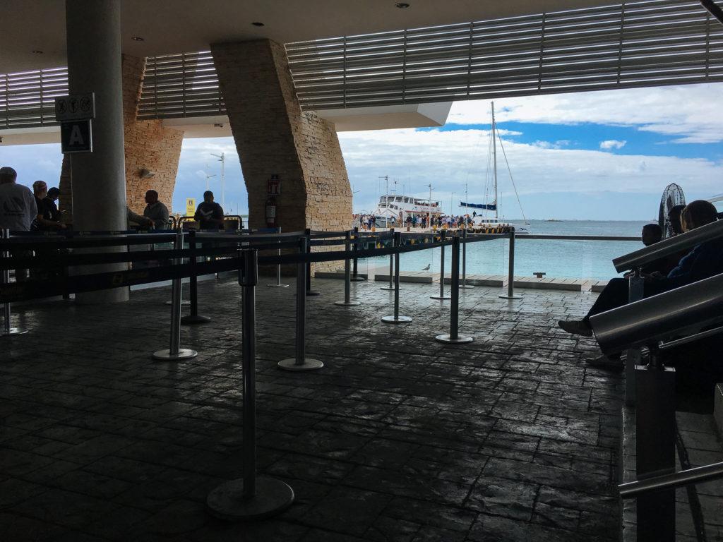 Warteschlange am Hafen von Isla Mujeres