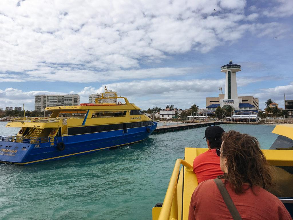 Ultramarfähre im Gran Puerto Cancun