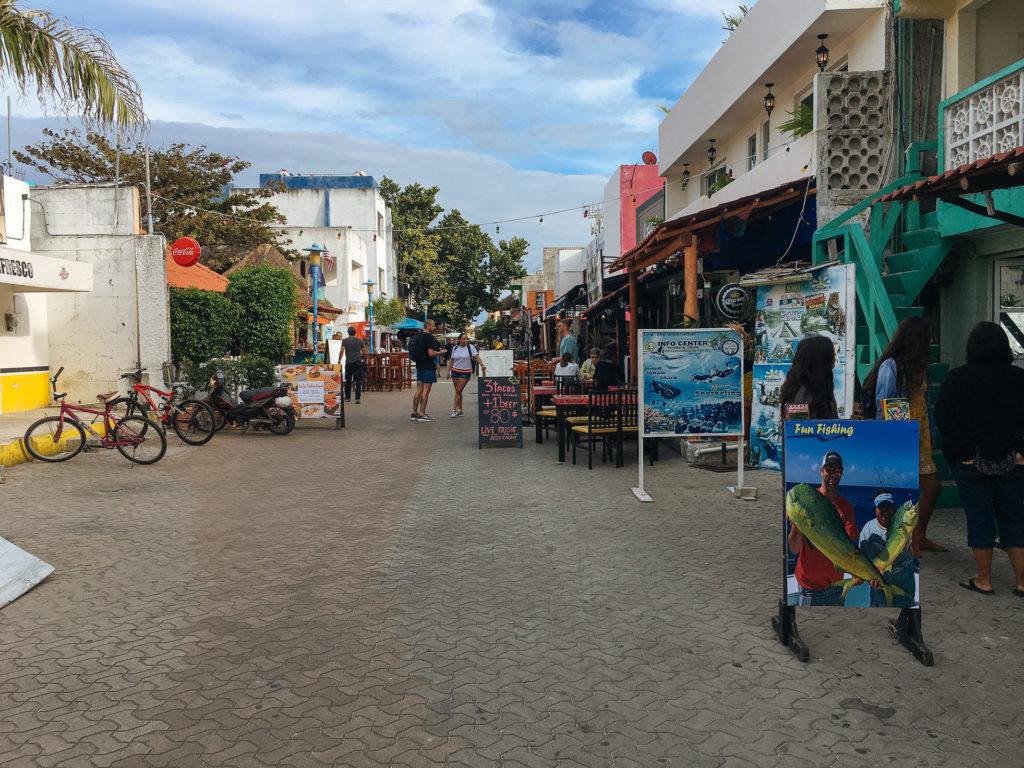 Blick entlang Miguel Hidalgo auf Isla Mujeres