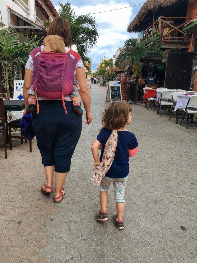 Myriam und Kinder im municipio Isla Mujeres