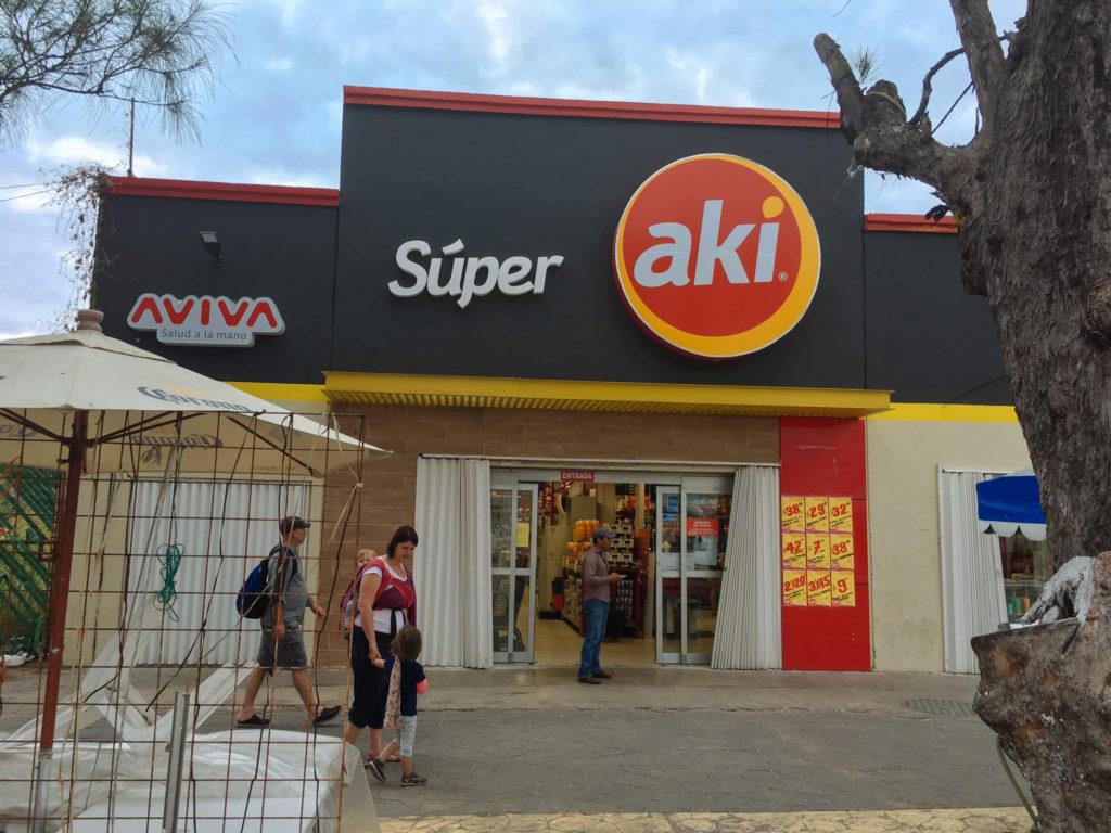 Súper Aki am zócalo auf Isla Mujeres